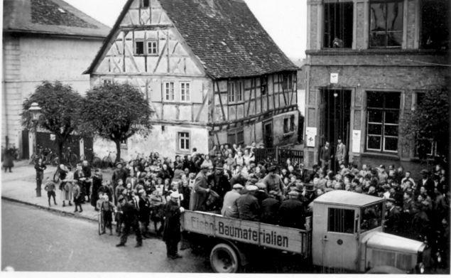 Hanauer Straße: Deportation auf Lastwagen